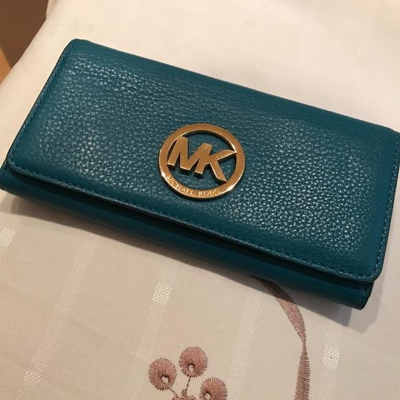 52462fd886ea Michael Kors Fulton Carryall Leather Wallet. M_5aa482b3a4c48517b3e6610b
